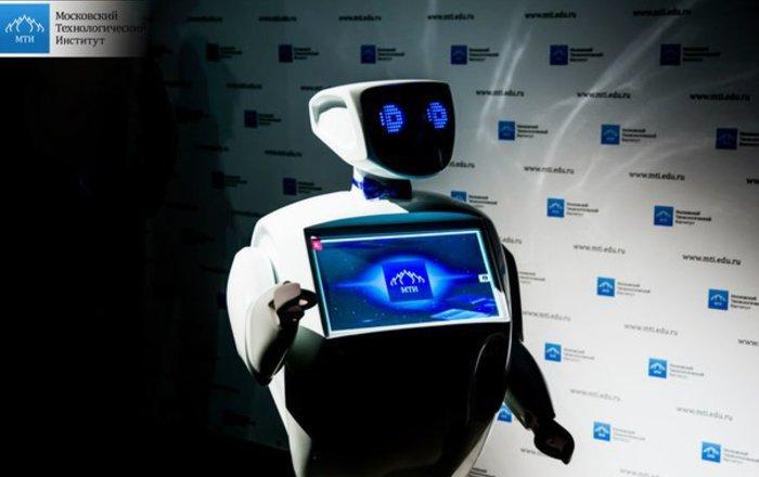 Лекцию вБФУ вКалининграде прочел робот-андроид Алантим