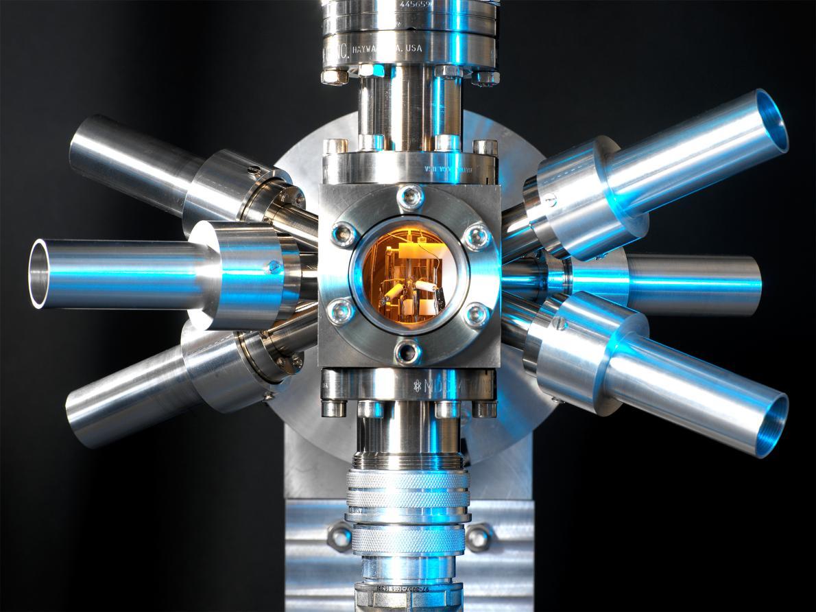 То, что в названии есть слово «атомные» вовсе не означает, что часы представляют собой опасность для жизни, даже если в голову сразу же приходят мысли об атомной бомбе или атомной электростанции.
