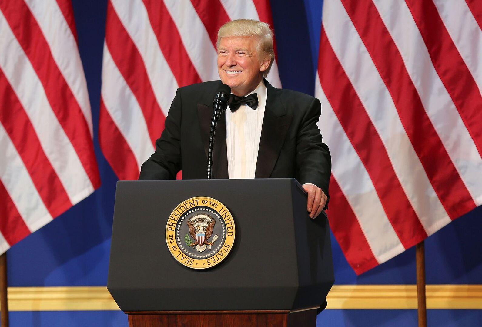 Дональд Трамп ограничил въезд в США аспирантам и ученым из Китая