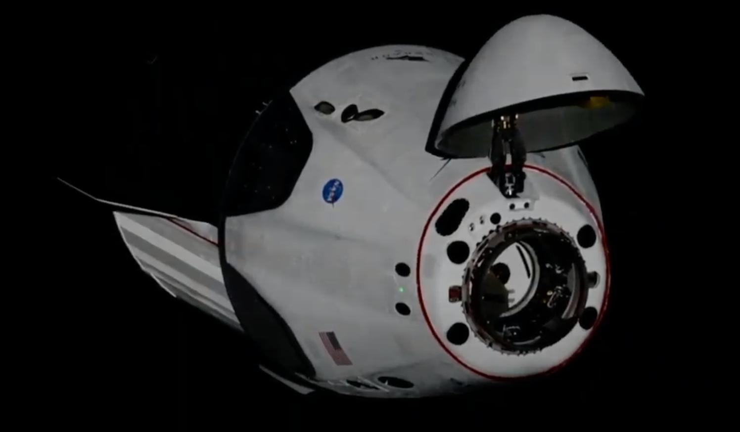 Космический корабль Crew Dragon успешно пристыковался к МКС